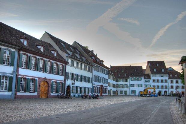 Średniowieczne uliczki Bazylei, Munsterplatz
