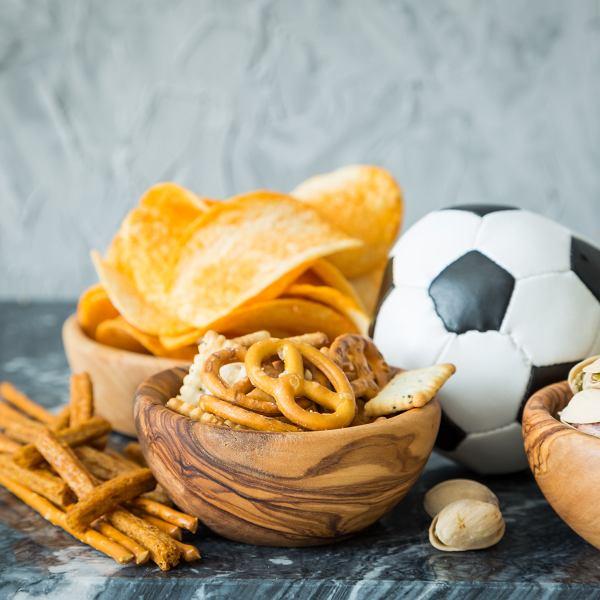 Co chrupać podczas EURO 2020 zamiast chipsów i popcornu. Proste i szybkie pomysły na przekąski.