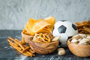 Co chrupać podczas EURO 2020 zamiast chipsów i orzeszków? 6 prostych przepisów na meczowe przekąski