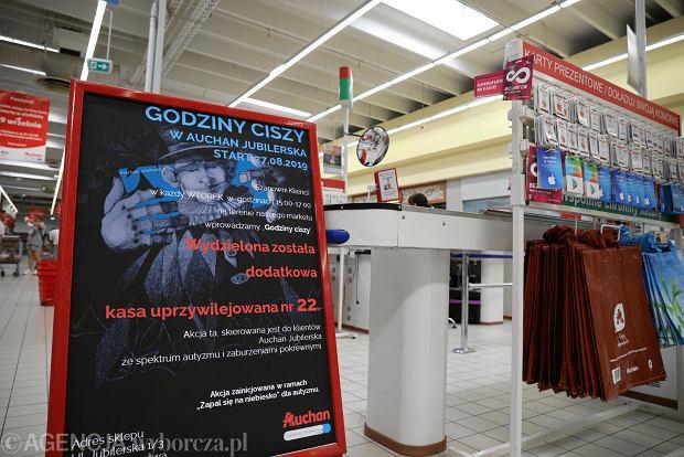 W Auchan wyłączyli muzykę i telewizory. By ułatwić zakupy osobom z autyzmem