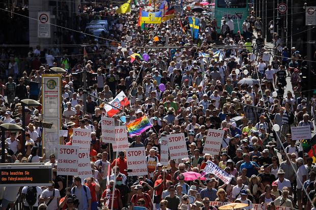 Niemcy. Protest przeciwko koronawirusowym restrykcjom.
