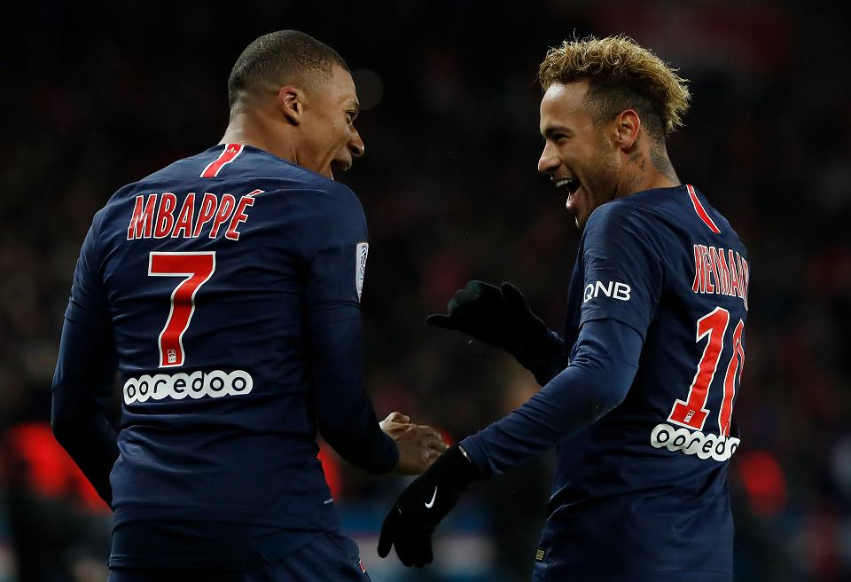 Kylian Mbappe (francuski mistrz świata) i Neymar celebrują gola strzelonego przez PSG