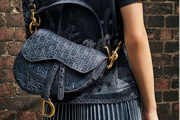 Torebki takich marek jak Hermes czy Dior są najczęściej poza zasięgiem większości Polek. Te modele kosztują więcej niż wynosi pensja niejednej z nas. Zamiast odkładać na nie latami, można kupić podobną za dużo mniejsze pieniądze. Wybrałyśmy modele przypominające te marek Hermes i Dior, które wiodą prym na Instagramie największych modowych bloggerek czy światowych wags!