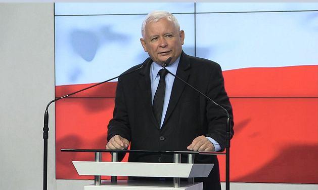 Jarosław Kaczyński podczas wygłaszania oświadczenia
