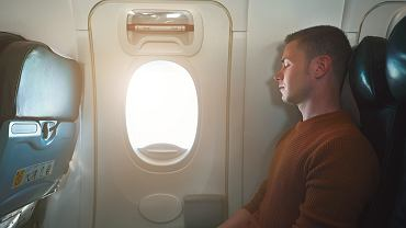 Drzwi awaryjne w samolocie