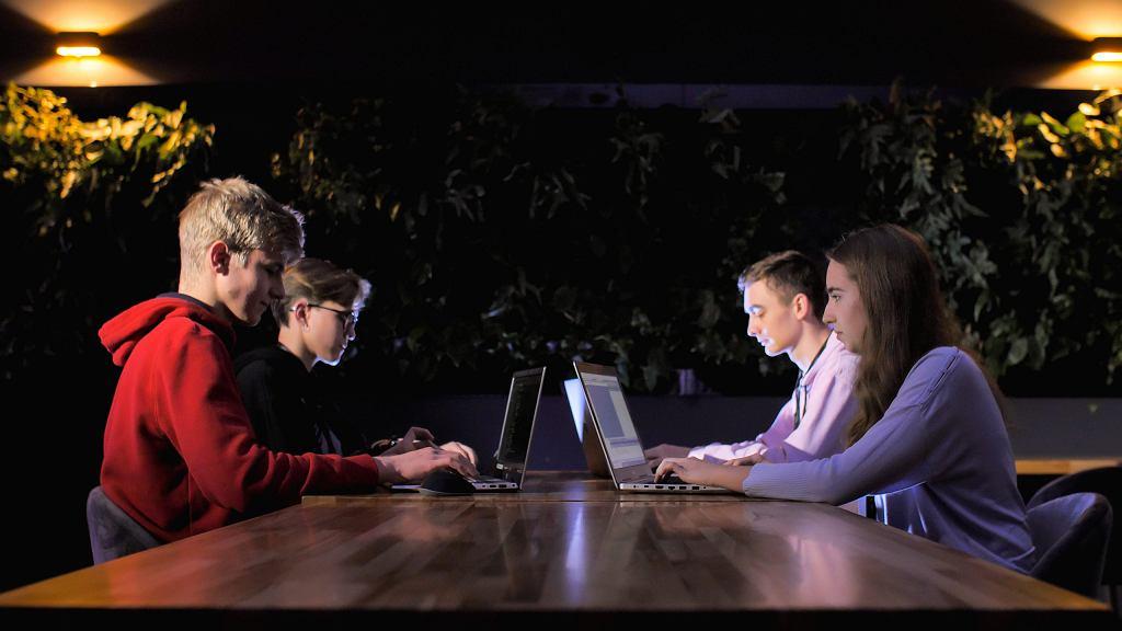 Meet IT praca przy komputerach