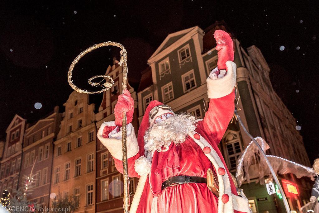 Jarmark Bożonarodzeniowy 2018 we Wrocławiu. Parada Świętego Mikołaja
