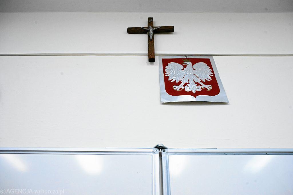 Krzyż na ścianie (zdjęcie ilustracyjne)