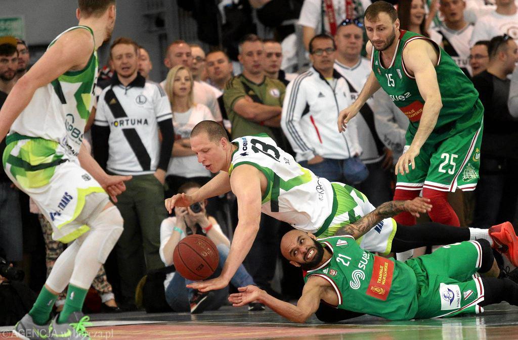 Walka w meczu Legia - Miasto Szkła