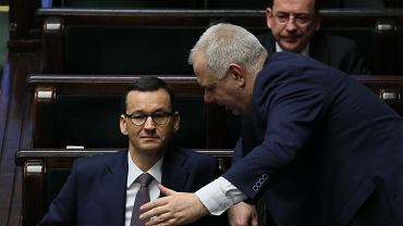 Premier Mateusz Morawiecki, Jacek Sasin i Mariusz Kamiński podczas posiedzenia Sejmu.