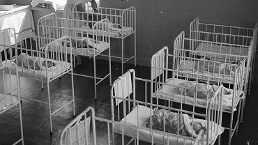 Sala z łóżeczkami dla noworodków, Warszawa 1962 rok
