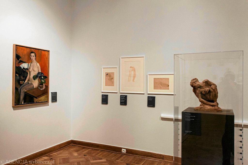 Po prawej stronie 'Przykucnięta',Auguste Rodin Wystawa 'Rodin / Dunikowski. Kobieta w polu widzenia' w Królikarni  / Po prawej stronie 'Przykucnięta',Auguste Rodin Wystawa 'Rodin /Dunikowski. Kobieta w polu widzenia' w Królikarni/FOT.DAWID ZUCHOWICZ