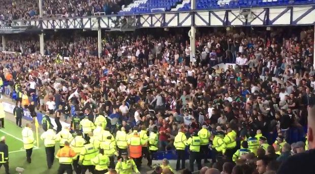 Kibice Hajduka Split demolowali stadion Evertonu