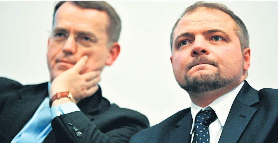 Prof. Aleksander Stępkowski, prezes Instytutu na rzecz Kultury Prawnej, oraz ks. Dariusz Oko (z lewej) podczas marcowej debaty w Krakowie 'Gender. Jak się przed tym bronić?