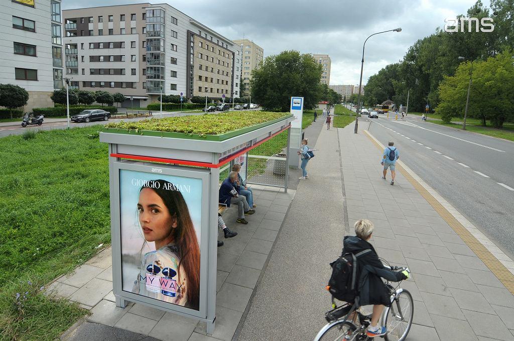 Ekologiczna wiata AMS w Warszawie