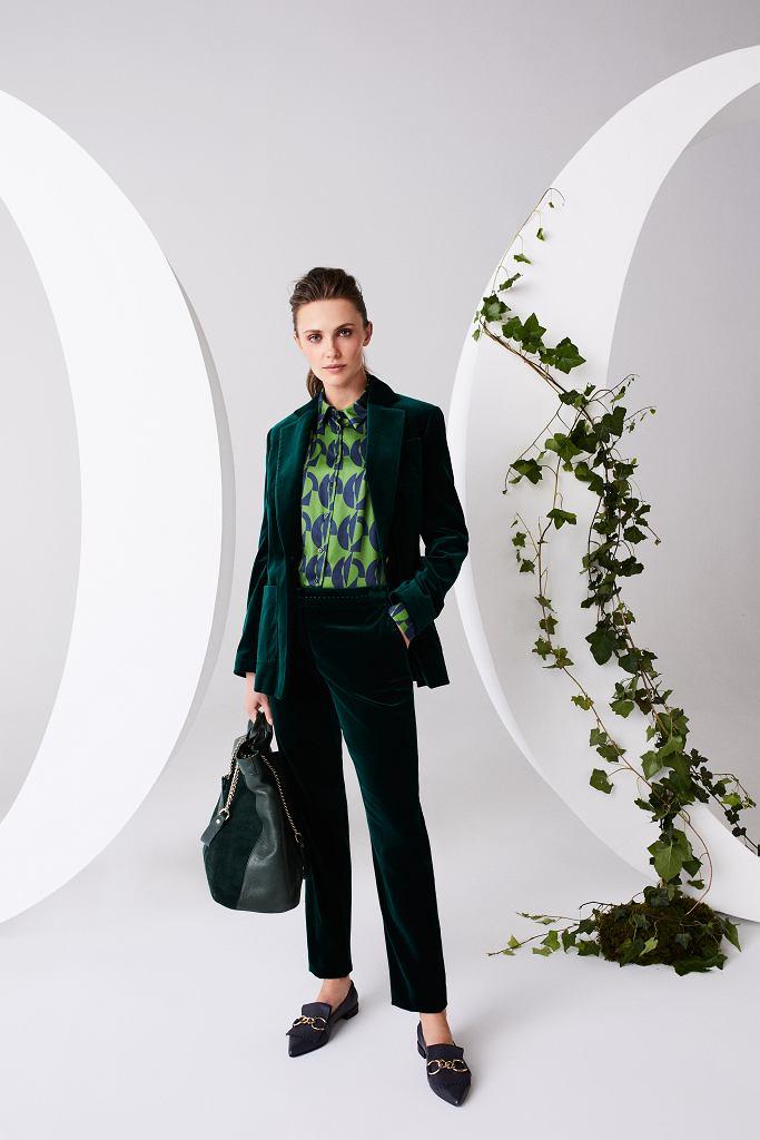 Sztruksowy garnitur w pięknym odcieniu zieleni i wzorzysta koszula