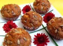 Muffinki z brzoskwiniami i prażonym słonecznikiem - ugotuj