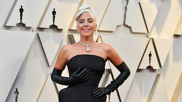 Oscary 2019. Lady Gaga w sukience Alexandra McQuenna i 128-karatowym diamentem Tiffany Diamond na szyi.