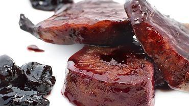 Polędwica, czarna soczewica, śliwka pate de foie gras marynowana z armaniakiem, sos bordelaise