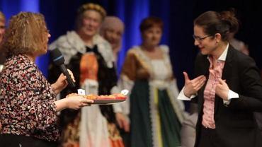 Prezydent Gdańska Aleksandra Dulkiewicz dostała też w prezencie babeczki.