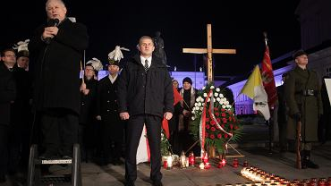 Miesięcznica smoleńska pod Pałacem Prezydenckim.