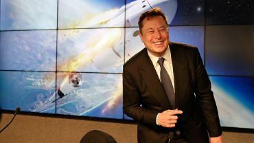 Załogowy lot SpaceX już w drugim kwartale 2020. Astronauci pojadą na stanowisko startowe... autem Tesli