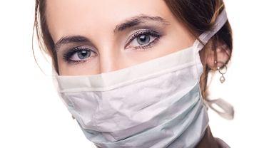 Koronawirus nie odpuszcza. Ze strachu Polacy rzucili się na maski chirurgiczne