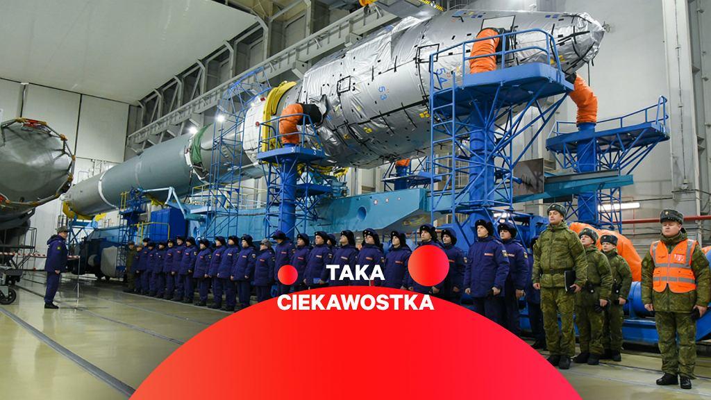 Przygotowania do startu rakiety z rosyjskim eksperymentalnym satelitą bojowym
