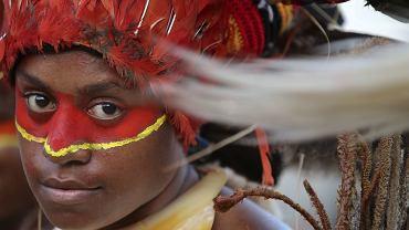 Papuaska w tradycyjnym stroju