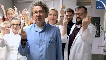 Lekarze z Poznania pokazali środkowy palec rakowi