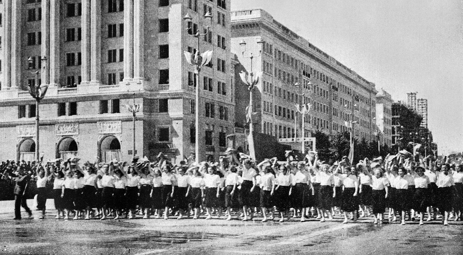 Uroczyste otwarcie Marszałkowskiej Dzielnicy Mieszkaniowej w 1952 r. fo