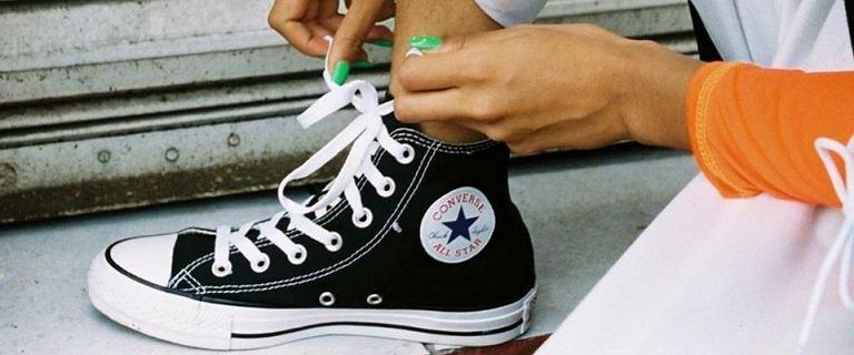 Najpopularniejsze trampki świata - Converse teraz na wyprzedaży. Wybieramy kultowe modele na wiosnę