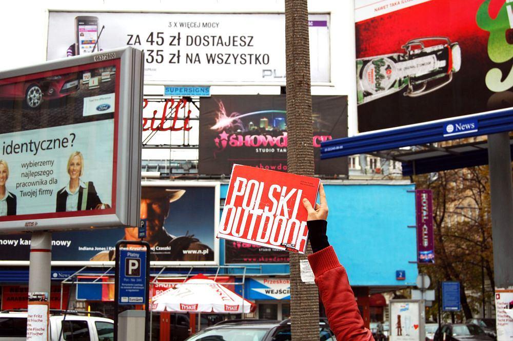 Reklamowy koszmar w centrum Warszawy. Do niedawna straszyły przechodniów w rejonie ulic Zgoda, Przeskok, Szpitalna.