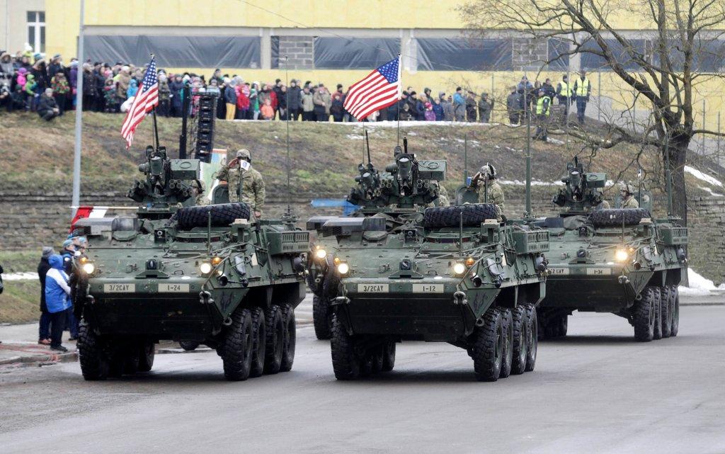 Amerykańscy żołnierze na paradzie z okazji Dnia Niepodległości Estonii