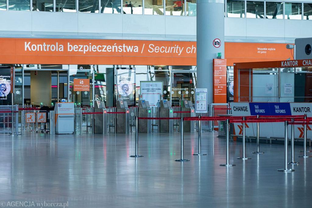 LOT podjął decyzję o przedłużeniu zawieszenia połączeń lotniczych