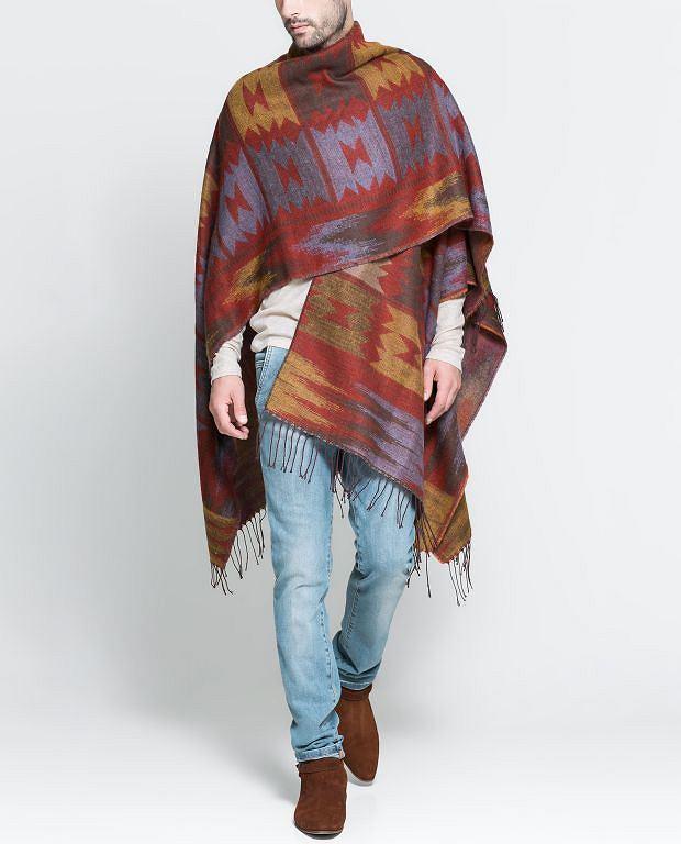 Ponczo z kolekcji Zara. Cena: 169 zł, moda męska