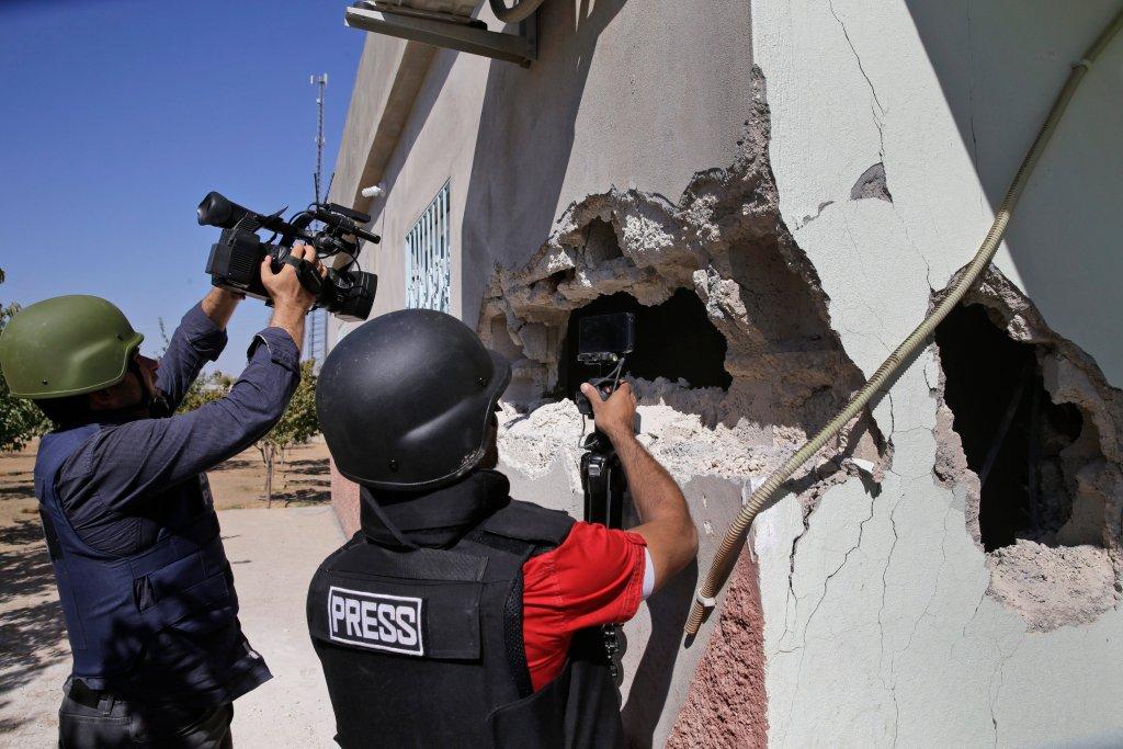 Media relacjonujące walki na granicy turecko-syryjskiej