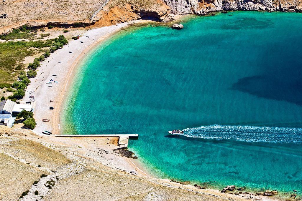 Najpiękniejszą i najbardziej popularną plażą na wyspie Krk jest Vela Plaža