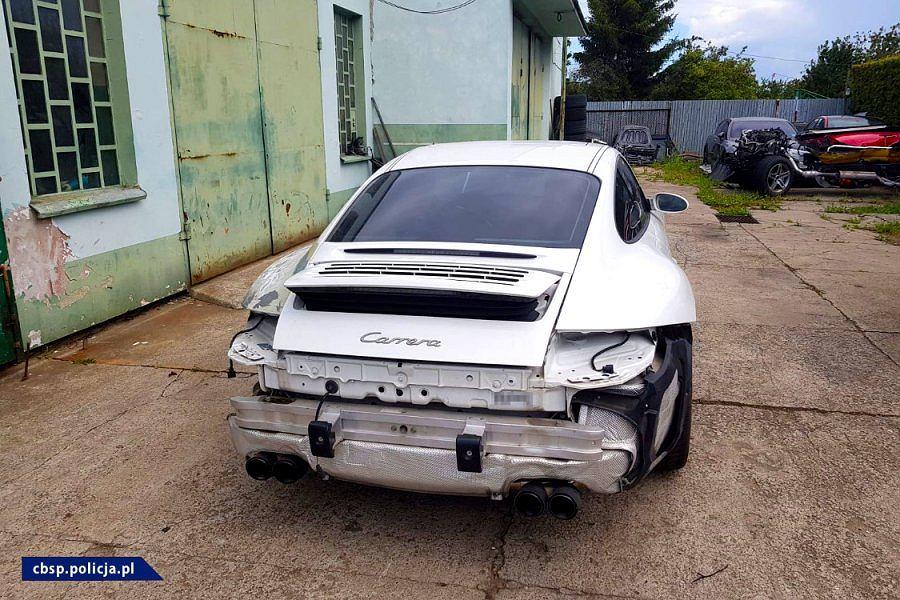 CBŚP zatrzymało grupę przestępczą zajmującą się fałszowaniem dokumentów samochodów luksusowych.