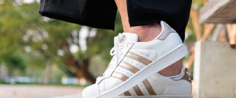Kultowe buty Adidas i nowości, w których chodzi teraz ulica. Najlepsze modele!