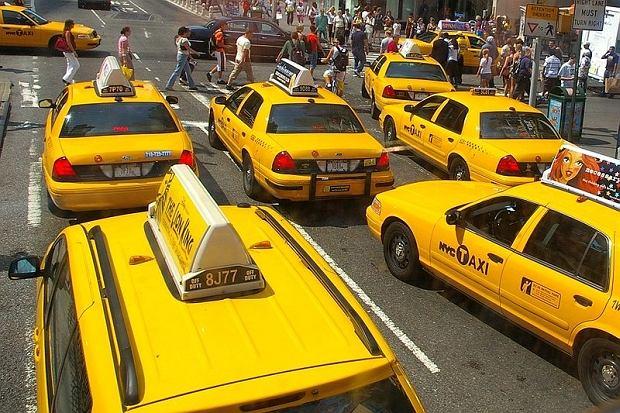 Taksówkarz znalazł w swoim aucie torbę z bardzo cenną zawartością