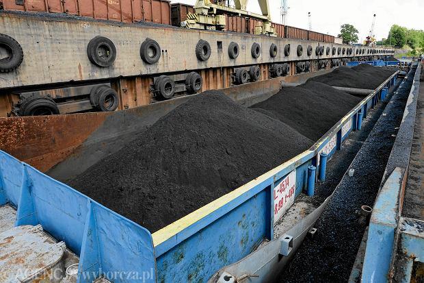 Do Polski jeszcze nigdy nie wjechało tak dużo węgla z zagranicy. Czy mimo to zabraknie ciepła w sieci?