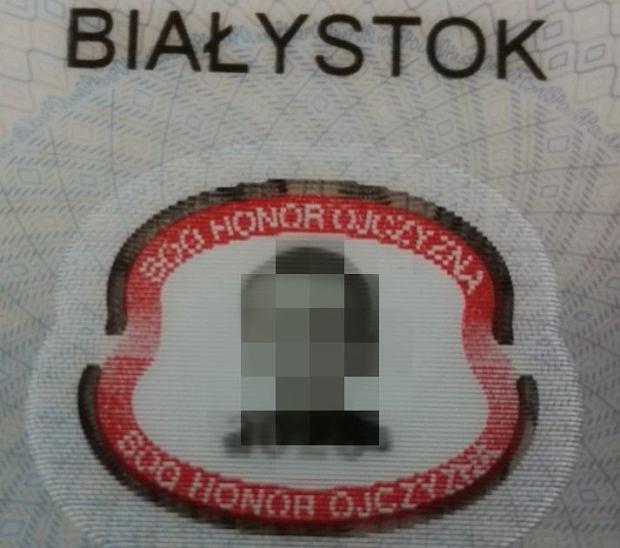 Nowy paszport z dewizą 'Bóg, Honor, Ojczyzna'
