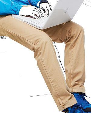 Poradnik: jak się ubrać na podróż?, podróż, wakacje, moda męska, spodnie, Spodnie z kolekcji Peak Performance/Adventure Sports, cena: 440 zł