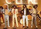 """Powrót do kolorowych lat 70. Nowy klip Migosa i Drake'a """"Walk It Talk It"""""""