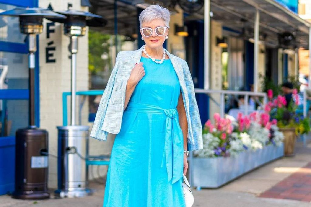 Niebieska sukienka na wesele