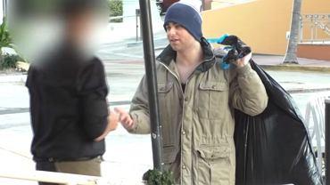 Udawał bezdomnego, żeby sprawdzić reakcję kelnera |