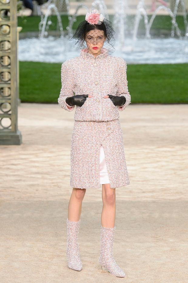 Pokaz Chanel haute couture wiosna-lato 2018 zaaranżowano we francuskim ogrodzie