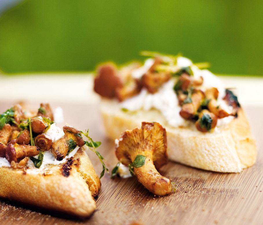 Bruschetta z grzybami i serem ricotta