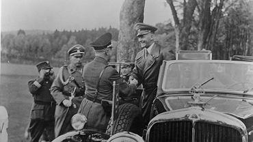 Konrad Henlein, przywódca Niemców sudeckich, wita ministra spraw wewnętrznych Rzeszy Wilhelma Fricka, późniejszego protektora Czech i Moraw
